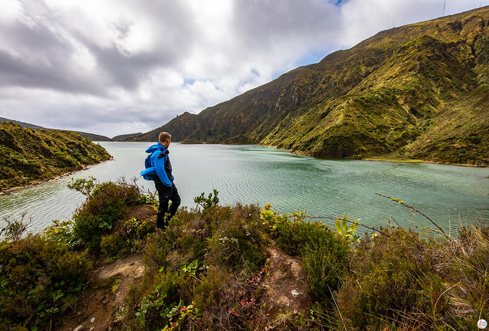 Hiking around Lagoa do Fogo, towards the beach, São Miguel Island, Azores