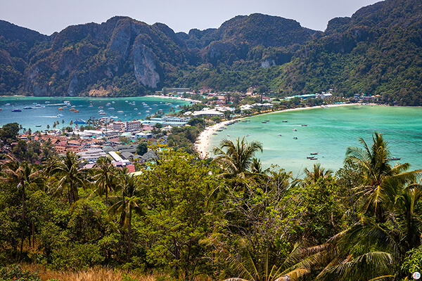 The Phi Phi Islands in March 2020 - Less Tourists Make the Islands Breathable Again